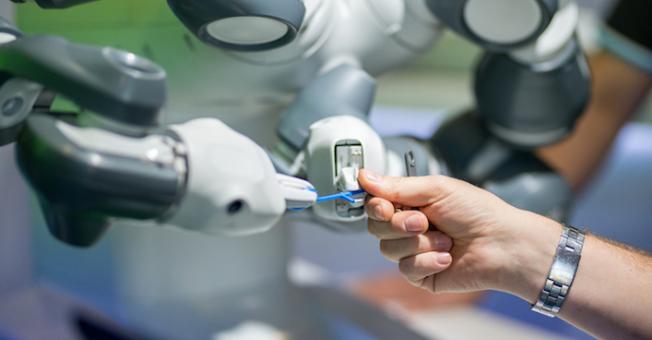 ¿Cómo mejora la robótica colaborativa las ventajas competitivas de un negocio?